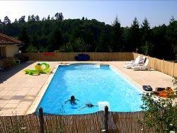 House with swimming pool, large barn and land in Rochechouart, Haute Vienne