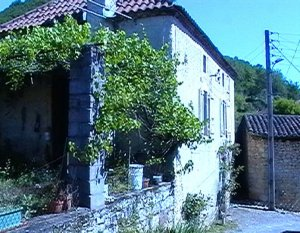 House, two barns, swimming pool and land near Prayssac in the Lot, France