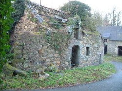 Stone built property plus barns for renovation in Morbihan, Brittany, France