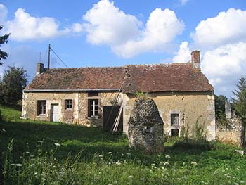 A farmhouse and barn for renovation near Tours in the Loire Valley