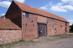 Farmhouse With Unconverted Barn Nottinghamshire