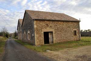 Partly restored stone barn with full building permission in Aquitaine